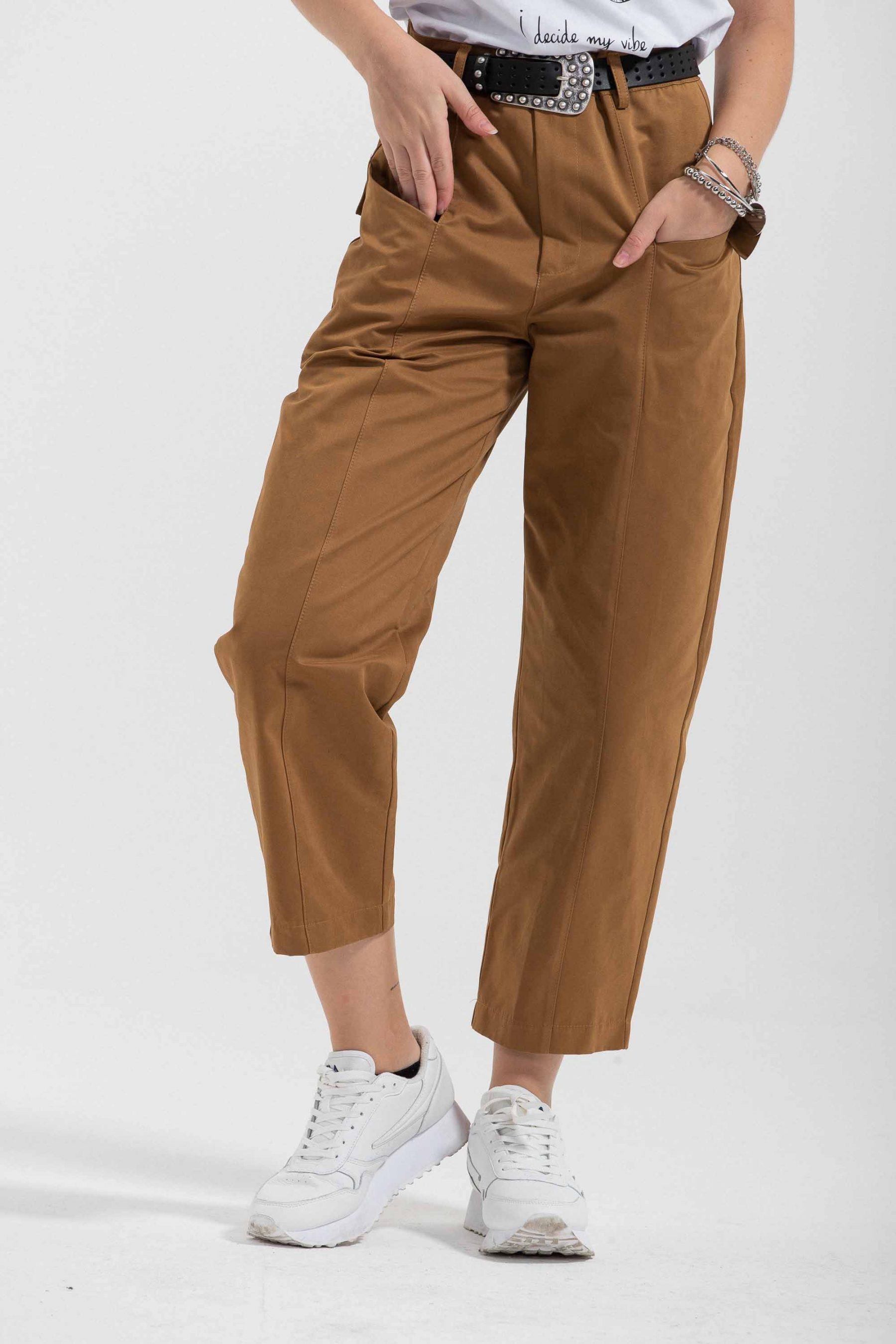 pantalone cargo con tasche