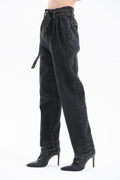 jeans con cuciture a contrasto